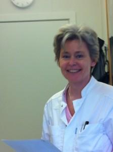 """""""Erfaringerne er langt hen ad vejen, at patienterne ikke umiddelbart har lyst til en operation"""" siger Anne Sabers"""